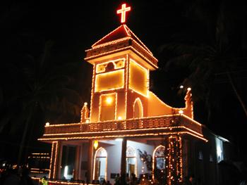 Eglise illuminée à Noël